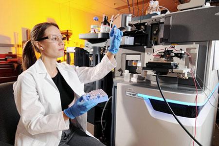 Возникновении лабораторных инфекций (LABORATORY INFECTION)